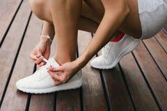 Обувь фитнеса шнуровки женщины Стоковая Фотография