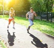 Обучите детей на ходе гонки спринта внешнего спорта Стоковая Фотография RF