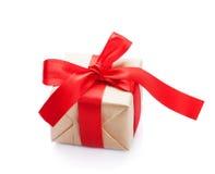 обхватывайте красный цвет подарка коробки Стоковые Изображения RF