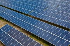 обшивает панелями фотовольтайческое солнечное Стоковая Фотография RF