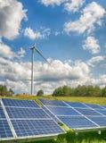 обшивает панелями солнечный ветер турбины Стоковое Изображение