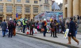 Обширная улица, Оксфорд, Великобритания, 27-ое ноября 2016: Установка b искусства Стоковое Фото