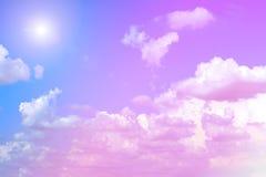 Обширное голубое небо и небо облаков с солнечностью Стоковая Фотография