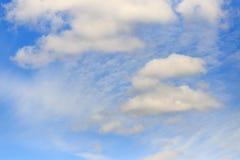 Обширное голубое небо и небо облаков Стоковое Изображение