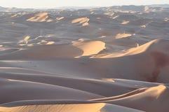 Обширный ландшафт пустыни с семьей в центре Стоковая Фотография