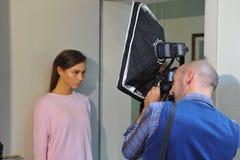Общая атмосфера кулуарная во время выставки Chicca Lualdi как часть недели моды милана Стоковые Изображения RF