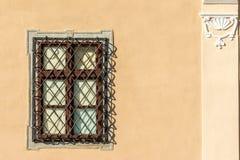 Общее средневековое окно дома стоковое фото
