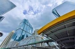 Общественное skywalk строя облак-небо нового стиля архитектуры современное Стоковое фото RF