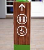 Общественные знаки уборного и доступа для инвалидов Стоковые Изображения