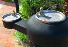 Общественные фонтаны питьевой воды стоковые изображения rf