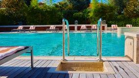 Общественный бассейн на горячий день Стоковое фото RF