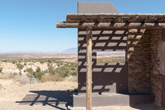Общественный взгляд места наблюдения через ландшафт Аризоны Стоковое Изображение