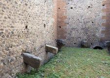 Общественный гальюн в здании остается, Di Pompei Scavi стоковое изображение