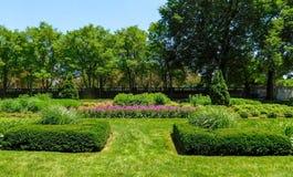 Общественный парк весной стоковые изображения rf