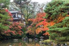 Общественный парк когда осень приходит в Киото, Японию Стоковая Фотография