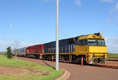 Общественный транспорт поездом в австралийском захолустье Стоковое Изображение RF