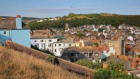 Общий вид городка Hastings старого от западного холма с восточными холмами на заднем плане, Hastings, Великобритания Стоковые Изображения RF