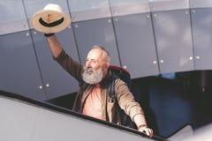 Общительный выбудьте расцветать рука на путешествовать лестница стоковое изображение