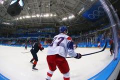 Объединяйтесь в команду Канада в действии против чехии команды во время игры хоккея на льде ` s людей предварительной круглой на  Стоковая Фотография RF
