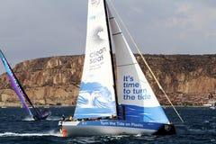 Объединяйтесь в команду чистые моря плавая после ноги 1 Аликанте-Лиссабона старта Стоковая Фотография