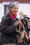 объезжает тибетца potala пилигрима дворца Стоковое Фото