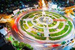 Объезжайте дорогу движения соединения с движением света автомобиля Стоковое фото RF