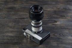 Объективы фотоаппарата на деревянной предпосылке Стоковые Изображения