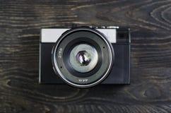 Объективы фотоаппарата на деревянной предпосылке стоковое фото rf