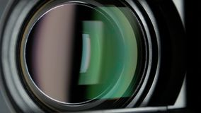 Объектив видеокамеры, показывая сигнал, конец вверх видеоматериал