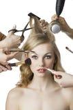 объектив девушки красотки смотрит салон к Стоковое Фото