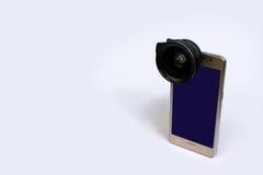 Объектив зажима с мобильными телефонами в белой предпосылке Стоковые Изображения RF