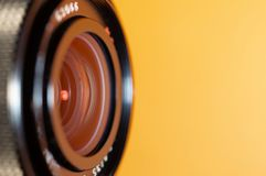Объектив фото на оранжевой предпосылке стоковые изображения