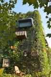 Объекты вися на стене дома Стоковые Фотографии RF