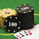 Объекты для играть покер на зеленом холсте Стоковые Фото