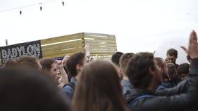 Объекты задвижки людей от этапа случай Фестиваль на набережной смелости видеоматериал