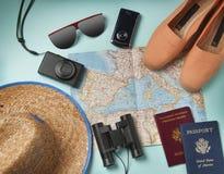 Объекты каникул перемещения на предпосылке Стоковое Изображение RF