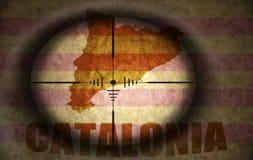Объем снайпера направил на флаг и карту Каталонии бесплатная иллюстрация