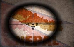 Объем снайпера направил на флаг и карту Непала иллюстрация штока