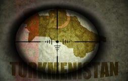 Объем снайпера направил на флаг и карту Туркменистана бесплатная иллюстрация