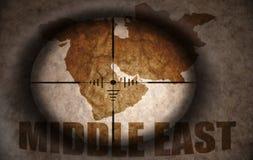 Объем снайпера направленный на карту Ближний Востока иллюстрация штока