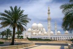 Объединенные эмираты. Абу-Даби. Белая мечеть. Стоковые Изображения