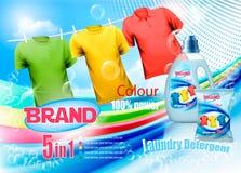 Объявление тензида прачечной Пластичная бутылка и красочные рубашки Стоковое фото RF