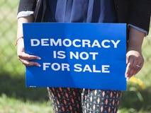 Объявление Protes ходока Скотта губернатора Висконсина президентское стоковое фото rf