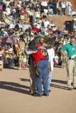 Объятие сенатора Джона Керри и междуплеменного председателя совета, Gallup, NM Стоковое Изображение RF
