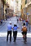 обязанность идет полиции nyc готовые к Стоковые Изображения RF