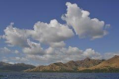 Облака, вода и земля стоковая фотография rf