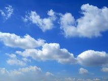 Облака в предпосылке голубого неба Стоковое Изображение