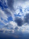 Облака в предпосылке голубого неба Стоковая Фотография RF
