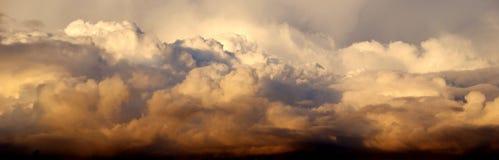 Облака золота стоковые фото