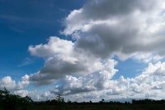 Облака изображения прежде чем оно станет ненастный Стоковые Изображения RF